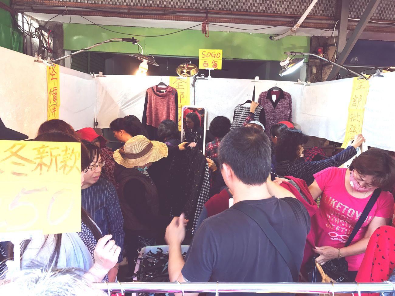挖到寶,難怪人家可以去大溪地 Clothes Sale Laborer People Inexpensive
