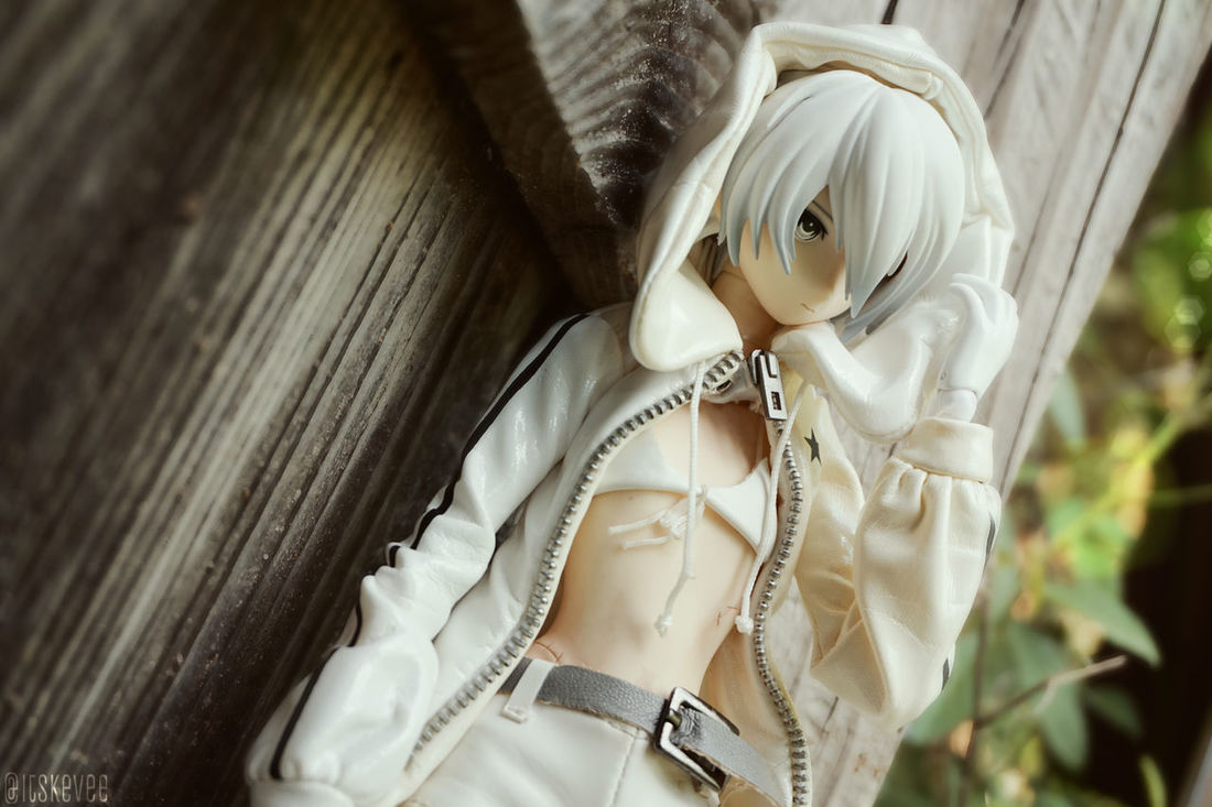 White Rock Shooter Close-up Focus On Foreground No People Still Life White Wood - Material Wooden Black Rock Shooter White Rock Shooter Art Selective Focus Creativity Anime Real Action Heroes Outdoors Toyphotography Outdoor Photography (null)Portrait White Color