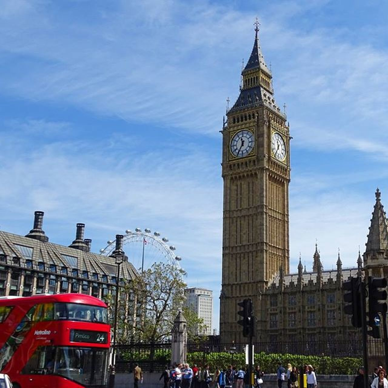 Loves_world Shotaward England Inghilterra Unitedkingdom Bigben Britain Redbus Sony London LondonEye Discoverworld Clouds Vivo_europe Londra Travel Instatravel Amazing_places_to_visit Weekend Wonderfulplaces Picoftheday Photooftheday Globejetsetter Visitlondon Skylovers turnupthebrightness nosnatrip thisislondon