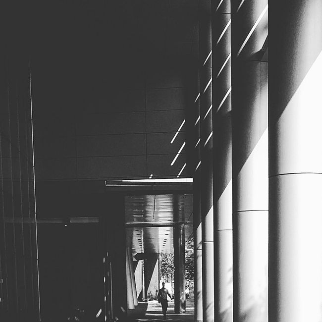 Light And Shadow Darkness And Light Columns Pillars Architecture Building Bnw Bnw_collection Bnw_photo Bnw_life Bnw_globe Bnw_city EyeEm Bnw EyeEm Gallery Eyeemcollection Eyemphotography Eyeem Architecture