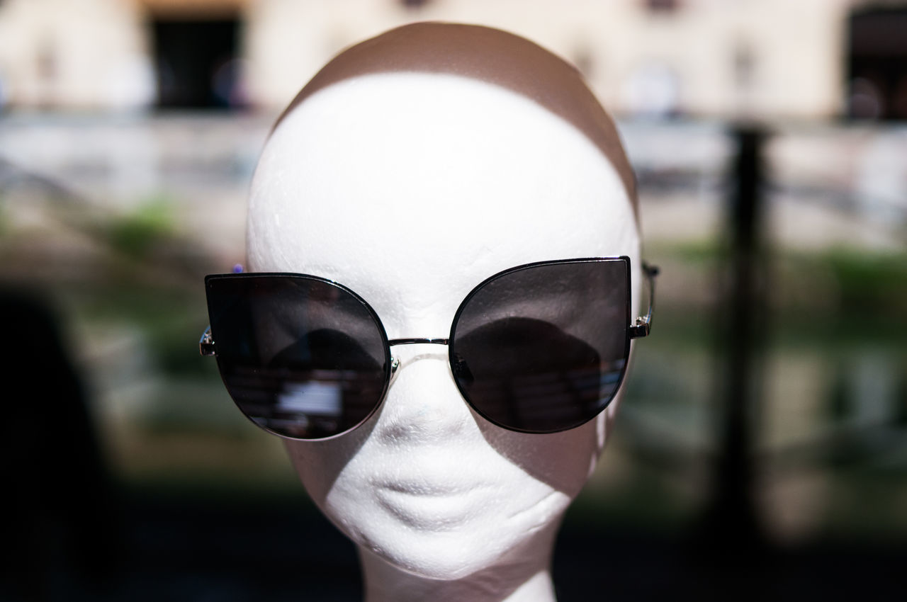 Big Eyes Bust  Cat Close-up Day Direct View Fashion Focus On Foreground Glasses Headshot Model One Person Outdoors Style Summer Sun Sunglasses Trends View