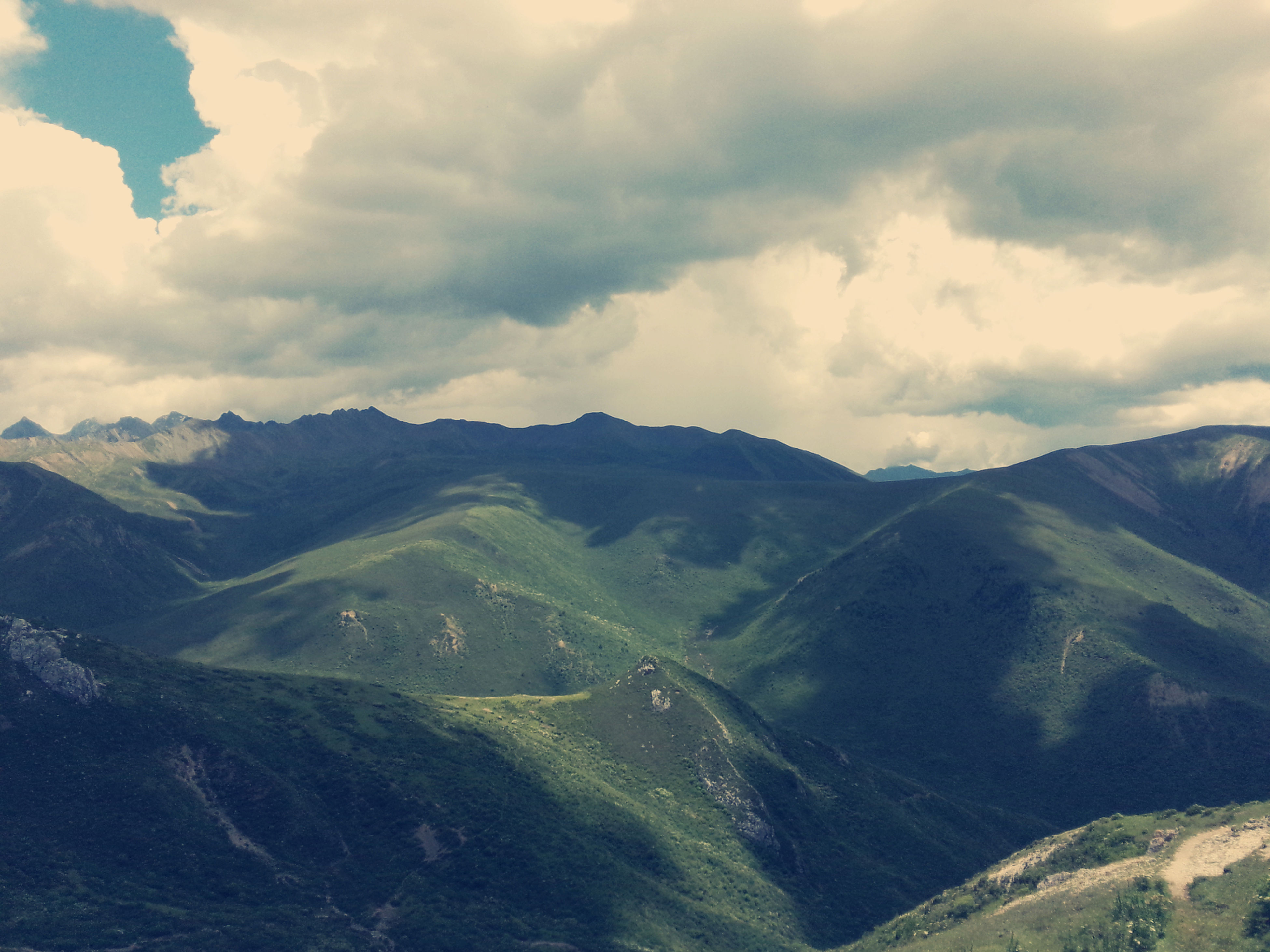 mountain, mountain range, scenics, tranquil scene, tranquility, sky, beauty in nature, cloud - sky, landscape, nature, cloudy, cloud, non-urban scene, idyllic, high angle view, day, remote, outdoors, valley, no people