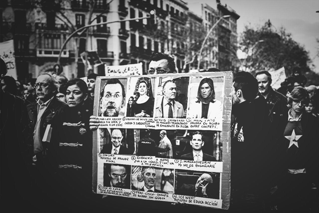 Blackandwhite Streetphoto_bw Bw_collection Stop Desahucios BCN