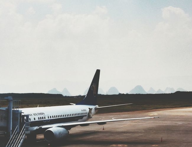 China Photos Airport Boarding Airplane Mountains