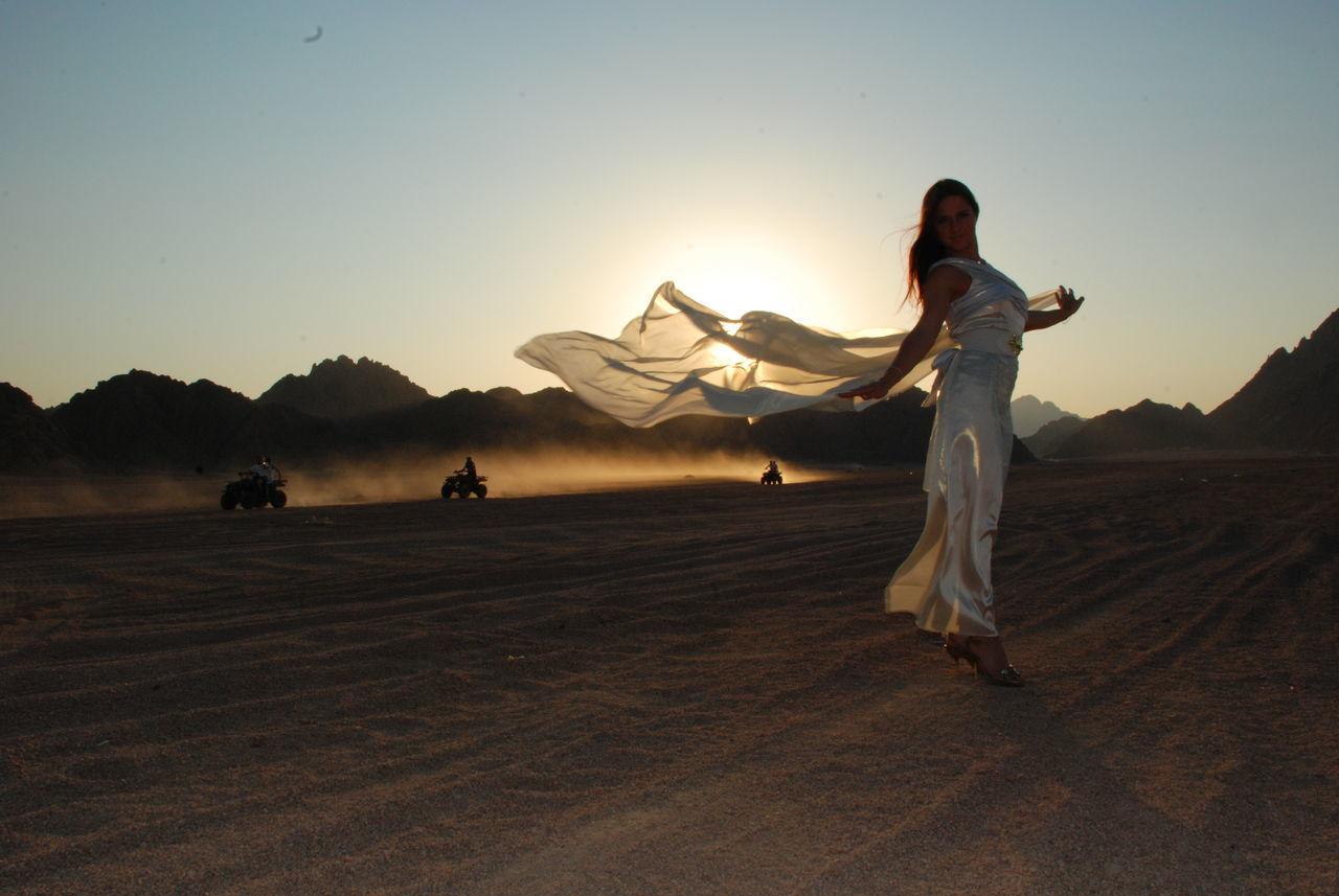 Beautiful stock photos of ägypten, 16-17 Years, Clear Sky, Desert, Dress