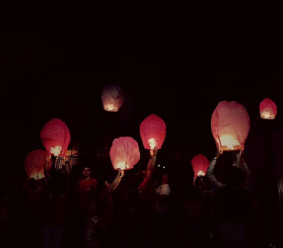 Luci Gioia Ricordi World Picoftheday Hello World Followme Solidarietà Night Night Lights Sognidoro EyeEm MyfirstEyemphoto Myfirsteyeem BuonaNotte ❤