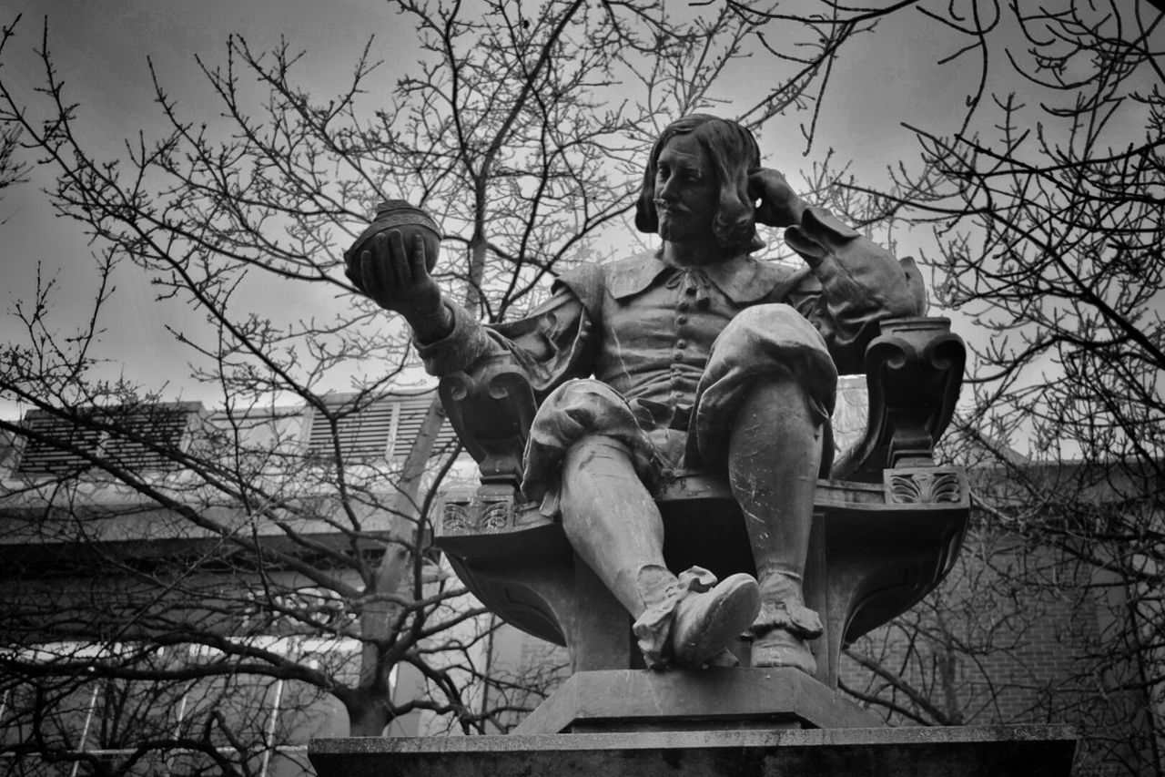 Taking Photos Statue Of Sir Thomas Browne Norwich Haymarket Blackandwhite Photography Lived In 1600s Nikon D3300 Eye For Photography Winter Trees