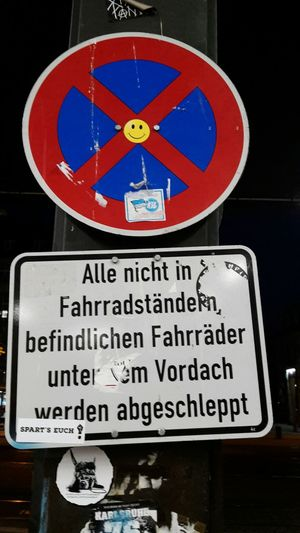 Street Art/Graffiti Fahrräder Abstellen Verboten! Abschleppdienst Verkehrsschild No Parking Sign Sign Bicycle Breakdown Service Karlsruhe