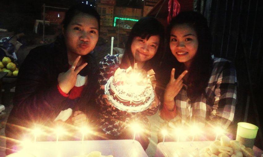 Bao nhiêu năm qua chị em ta vẫn bên nhau thổi nến. Happy birthday to you. Meeting Friends First Eyeem Photo