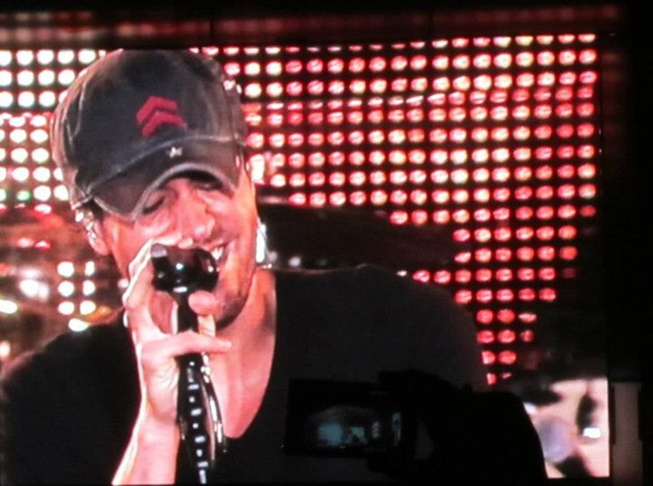 Things I Like Concert Photography Enriqueiglesias just Love ♥ him Kisses❌⭕❌⭕ Love Music♥Love Music♥ Having A Good Time Crazy Fan Crazy Moments The Portraitist - 2016 EyeEm Awards Music Brings Us Together