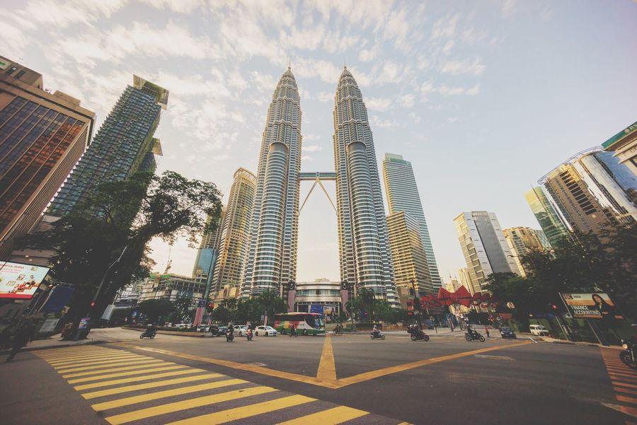 Morning Golden Hour Sunrise Cityscapes Skyline Kuala Lumpur Malaysia Skyscraper EyeEm Best Shots Junction Traffic Lights