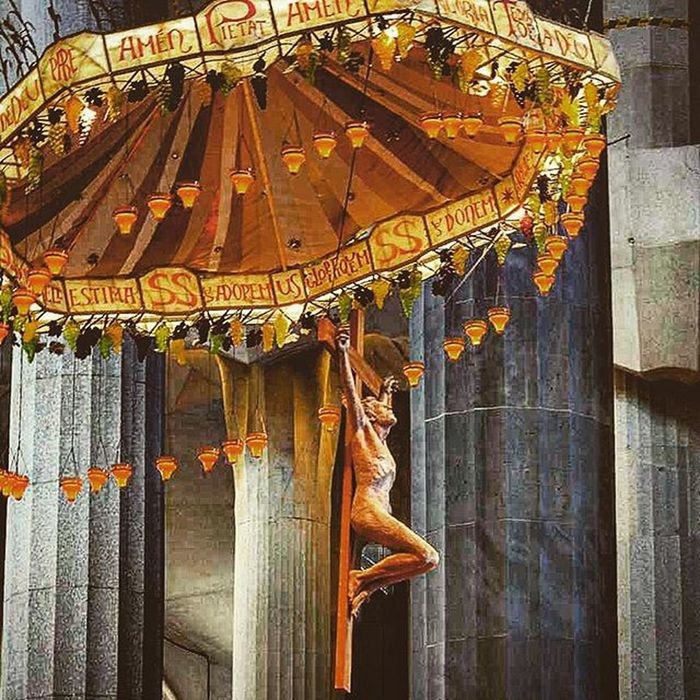 Segradafamilia Art Cathederal Barcelona Barcelone Catalonia SPAIN Europe Umbrella Holy Sculpture
