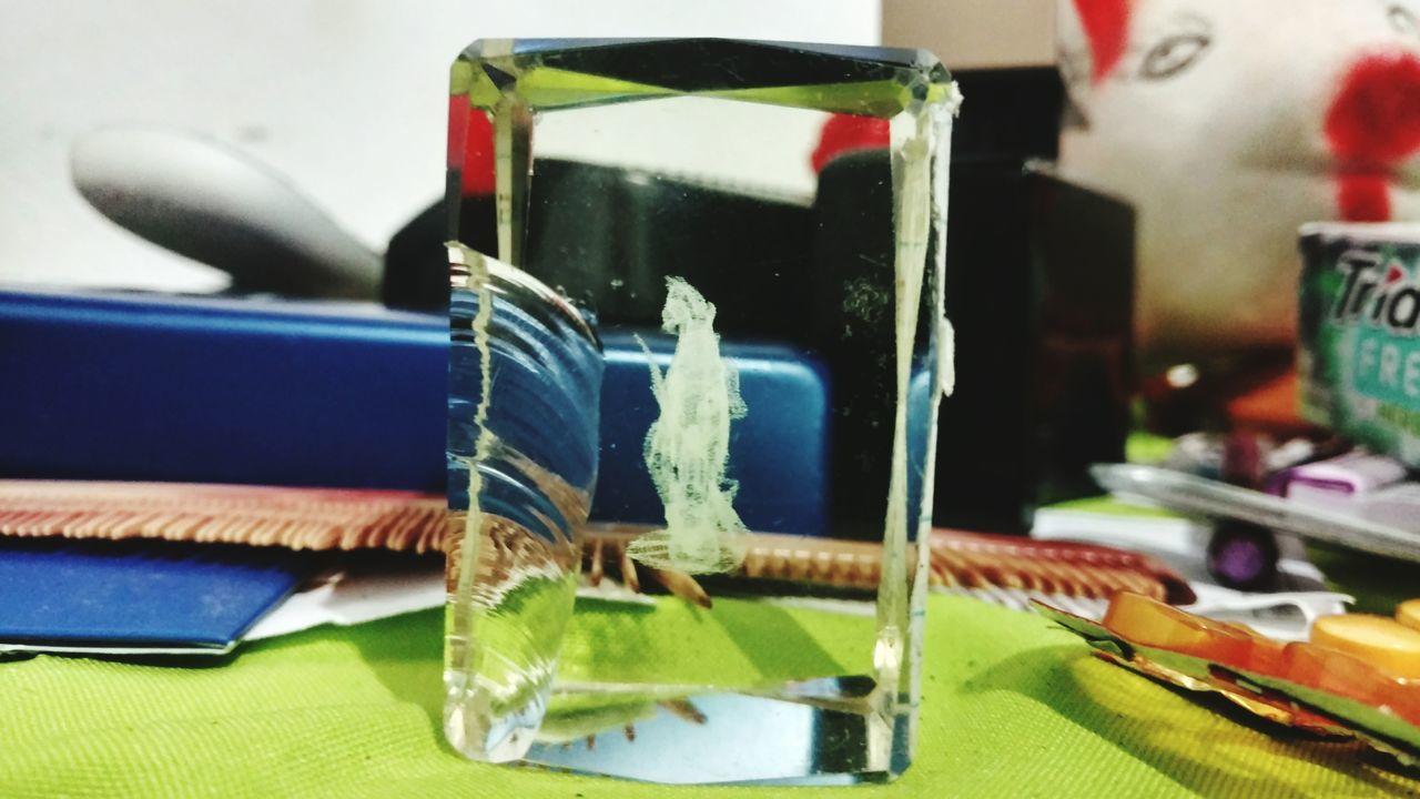 Um cavalo dentro do cristal, isso apareceu apos o tempo... No People Indoors  Technology Close-up Day Photographer MotoXStyle Vem Pra Piri Luz E Sombra Landscape Tridente Porco Cofre Piri Piri Photo
