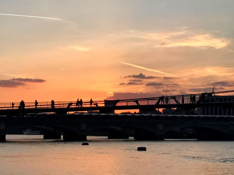 Sunset over the River Thames Thames Thames River London London Trip Sunset Sunset Silhouettes Dawn Anochecer Londres Bridge Puente