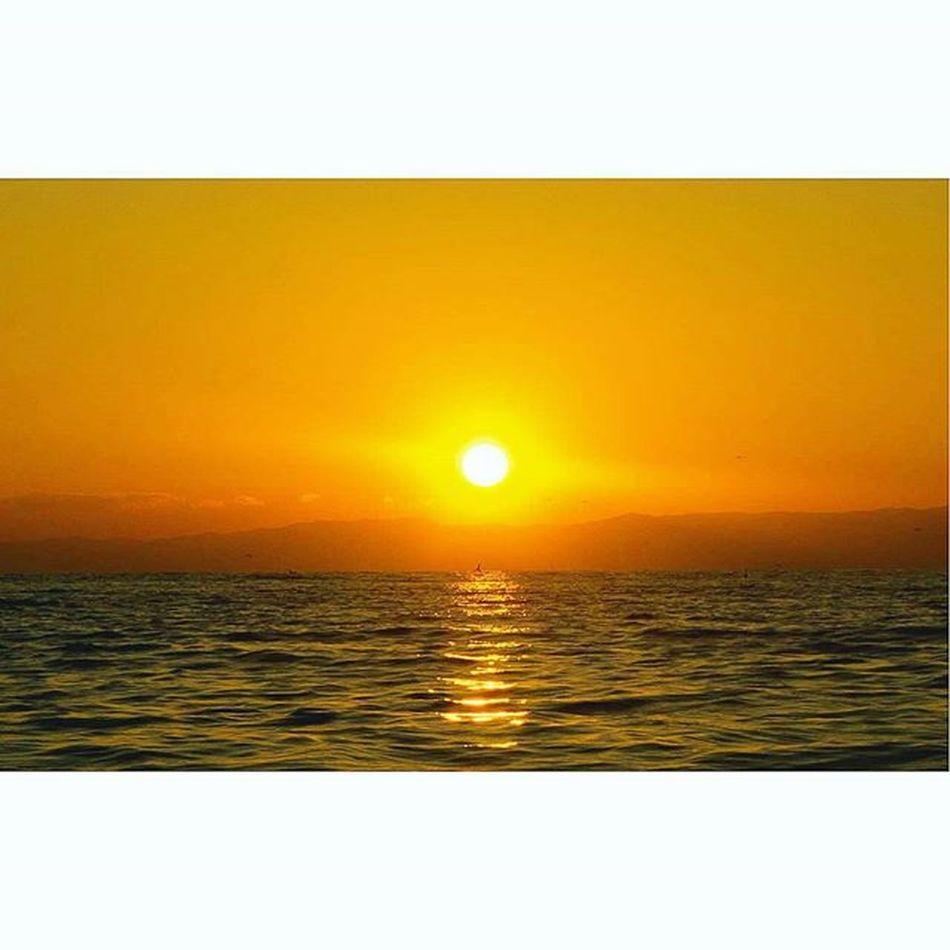 Sunset in Enoshima. 江ノ島の日没。☀ 、 、 、 、 日本 景色 写真好きな人と繋がりたい カメラ男子 写真部 日没 海 写真 水平線 大空 Instagramjapan Sky Landscapelover Landscape World_beautiful_skies Japan Photooftheday Icu_japan Igersjp Reco_ig Ig_photooftheday Ig_japan Team_jp Team_jp_ StillLife see horizon wp_photo_club silhouette sunset