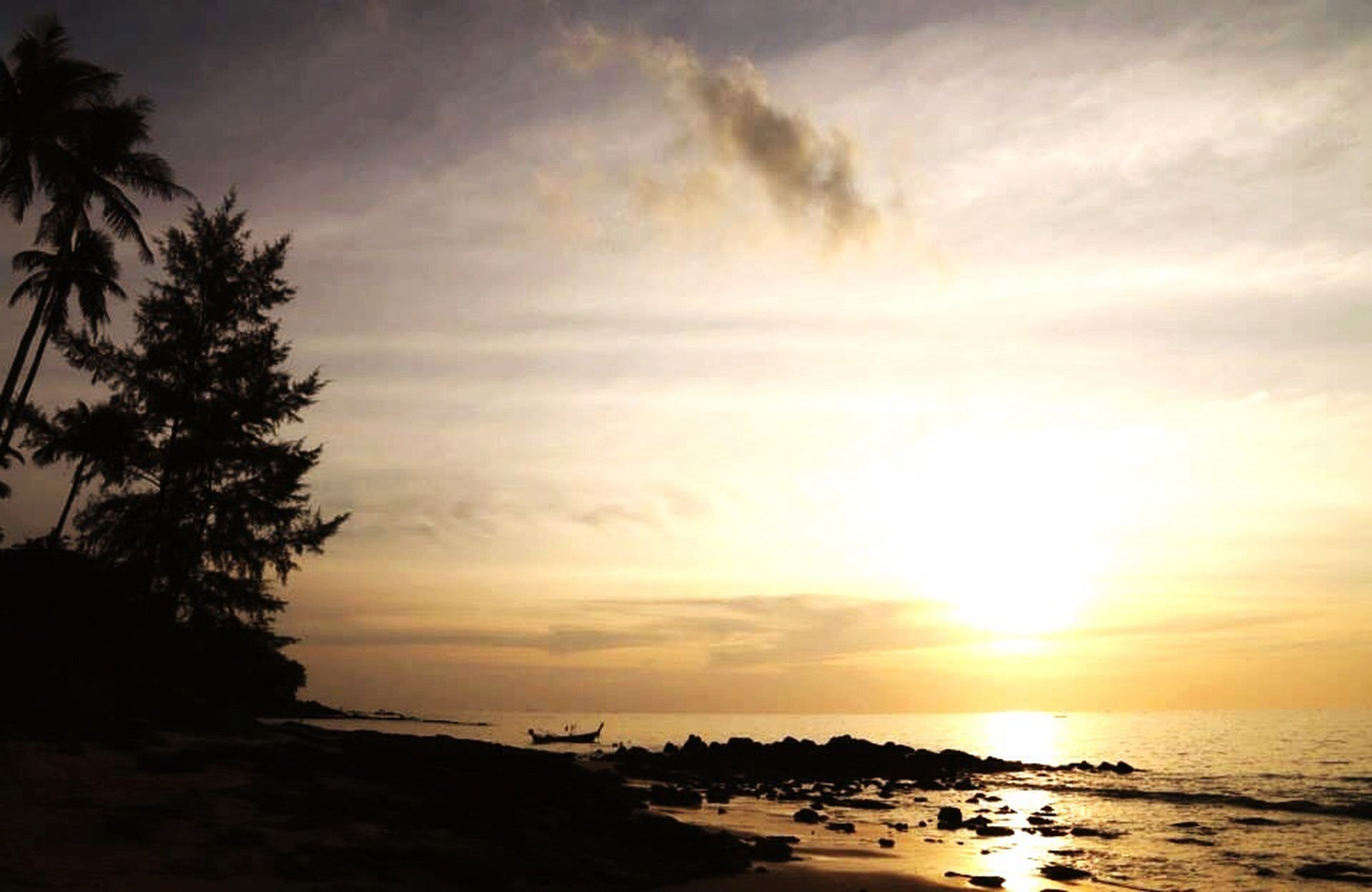 sea, water, horizon over water, sky, sunset, tranquil scene, scenics, beach, tranquility, beauty in nature, nature, cloud - sky, shore, idyllic, tree, palm tree, silhouette, cloud, rock - object, outdoors