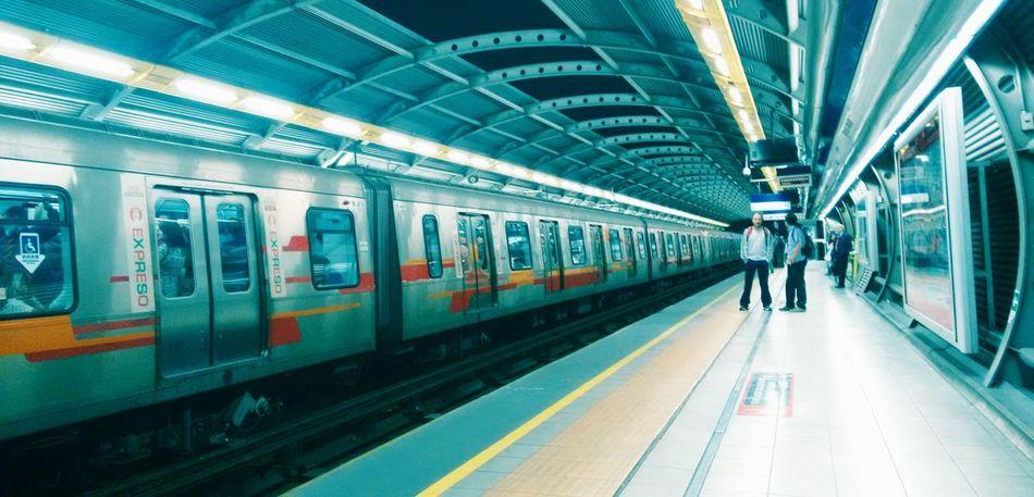 Metrodesantiago Perpective Discover Your City Streephotographer Peoplephotography Design