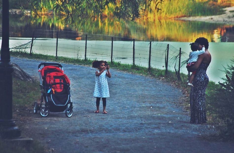 The Essence Of Summer Visualsoflife Mother & Daughter Motherhood Hanging Out VSCO Walking Around Hello World Check This Out Taking Photos Streetphotography Cheese! NYC Enjoying Life The Street Photographer - 2016 EyeEm Awards Children Beautiful Love Central Park People Watching People