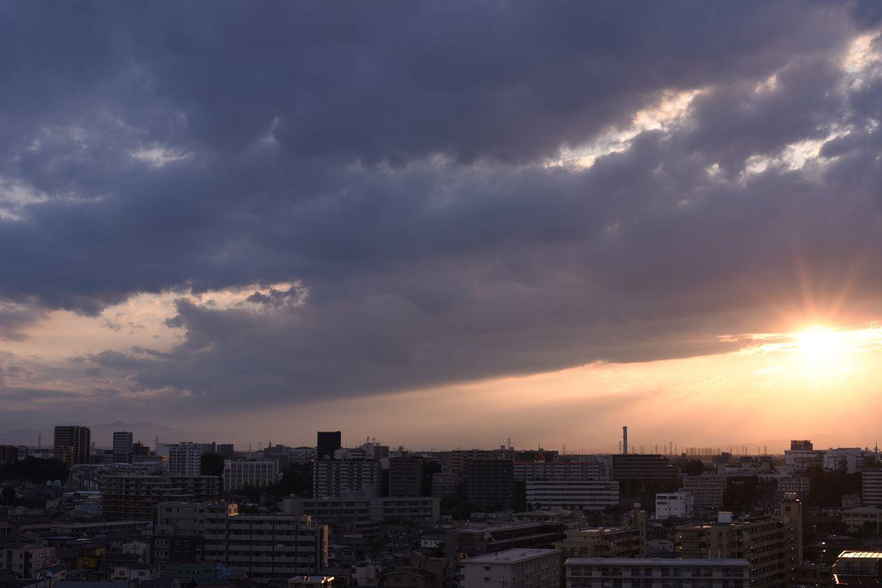 この日の夕陽はまぶしかったな。 Snapshots Of Life