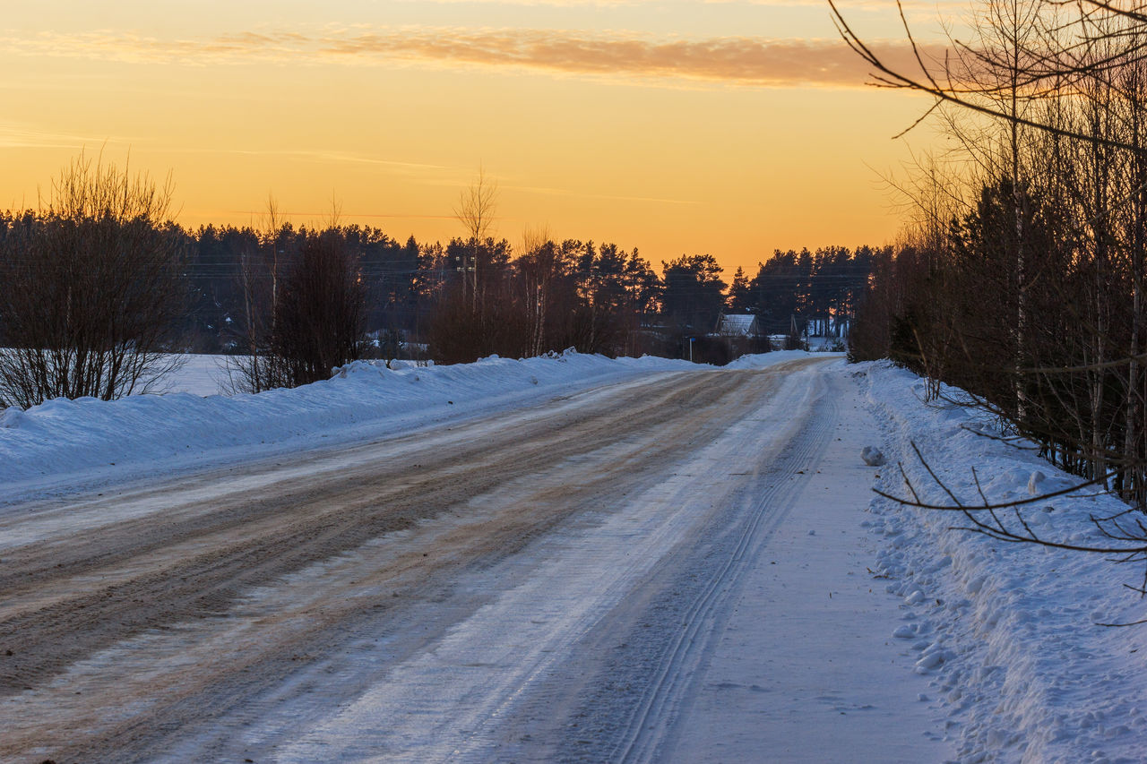Winter. The road to the village. Beauty In Nature Cold Temperature Evening Landscape Nature No People Outdoors Road Scenics Sky Snow Sunset Tree Village Winter