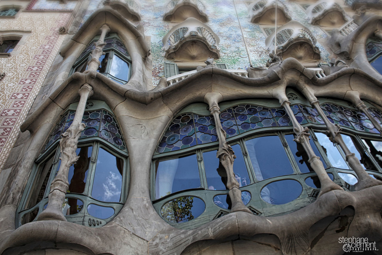 Building face to Barcelona - Spain Architecture Barcelona Barcelona España Barcelona Streets Barcelona, Spain Barcelonacity Barcelona♡ Barcelona♡♥♡♥♡ Day Low Angle View Outdoors Travel Destinations