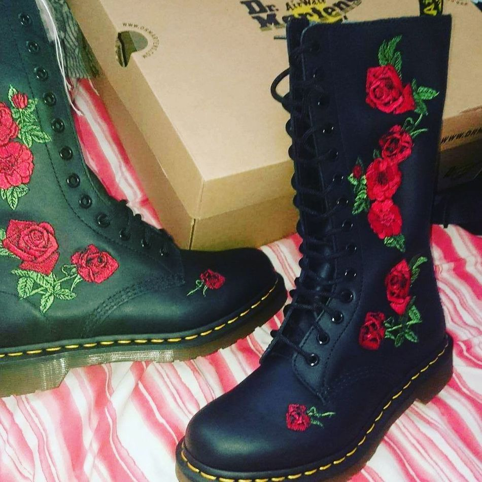 Doctormartens Dm Limitededition Redrose  Airbounce
