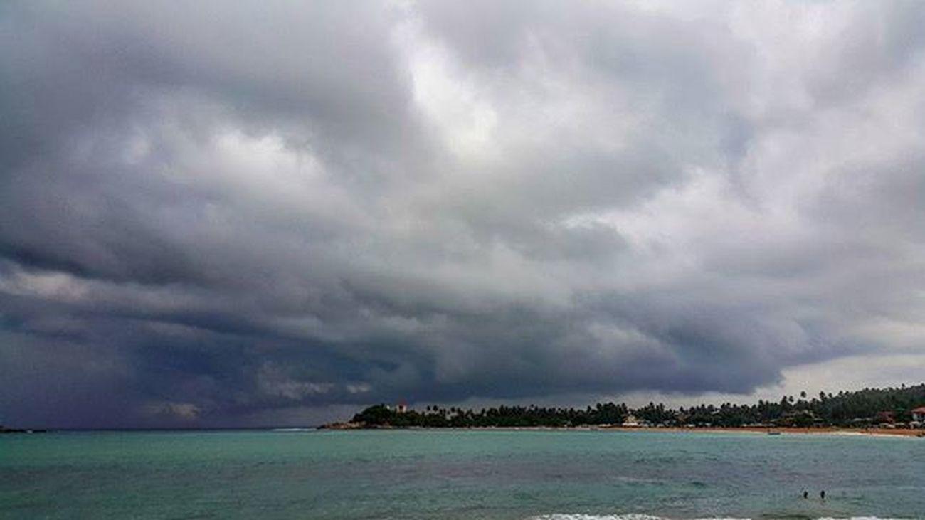 Шторм начинается. Моя любимая стихия. шриланка шриланка2016 унаватуна галле Хиккадува SriLanka Unawatuna Galle Hikkaduwa Srilanka2016