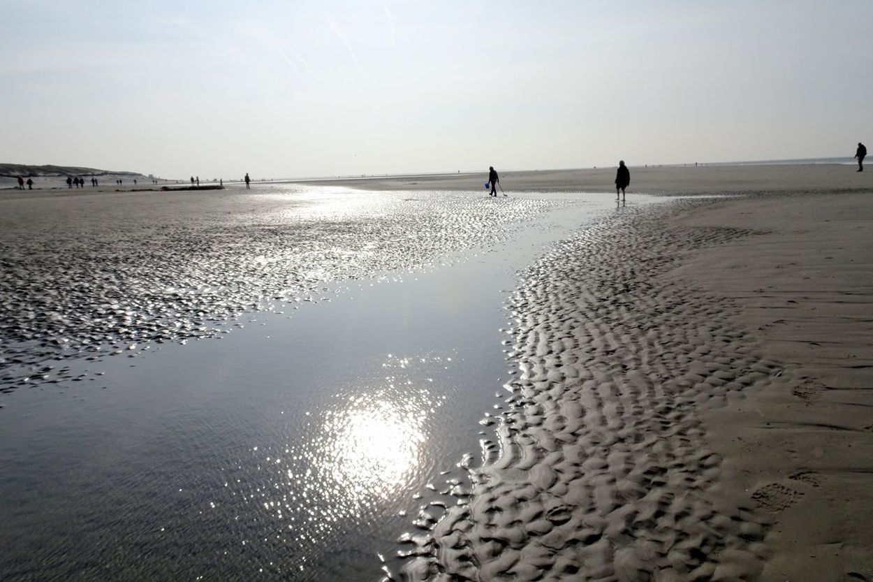Beach Ebb Tide Ebbe - Flut Horizon Over Water Incidental People Reflection Rippled Sand Scenics Sea Shore Silhouette Sunlight Tranquil Scene Tranquility Water Wet