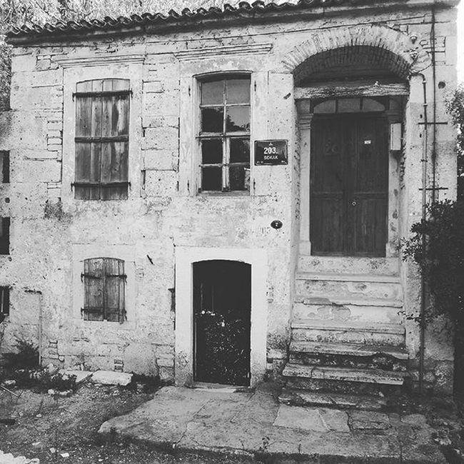 Eskiyor ama eksilmiyor bazı şeyler. Old Home House Memory Anı Hatırla Dontforget Foca Sea Ksk Izmir Ig_turkey Ig_karsıyaka Cokgezenlerkulubu