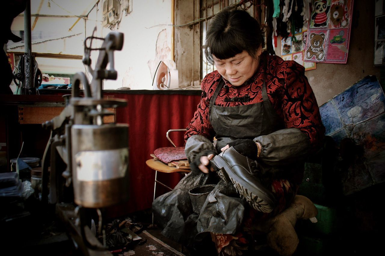 """""""Life"""" Traveling Women Around The World Real People Shoe Work Ordinary Day Folk Red Hard Life China Woman One Person Preparation  Skill  Ningbo"""