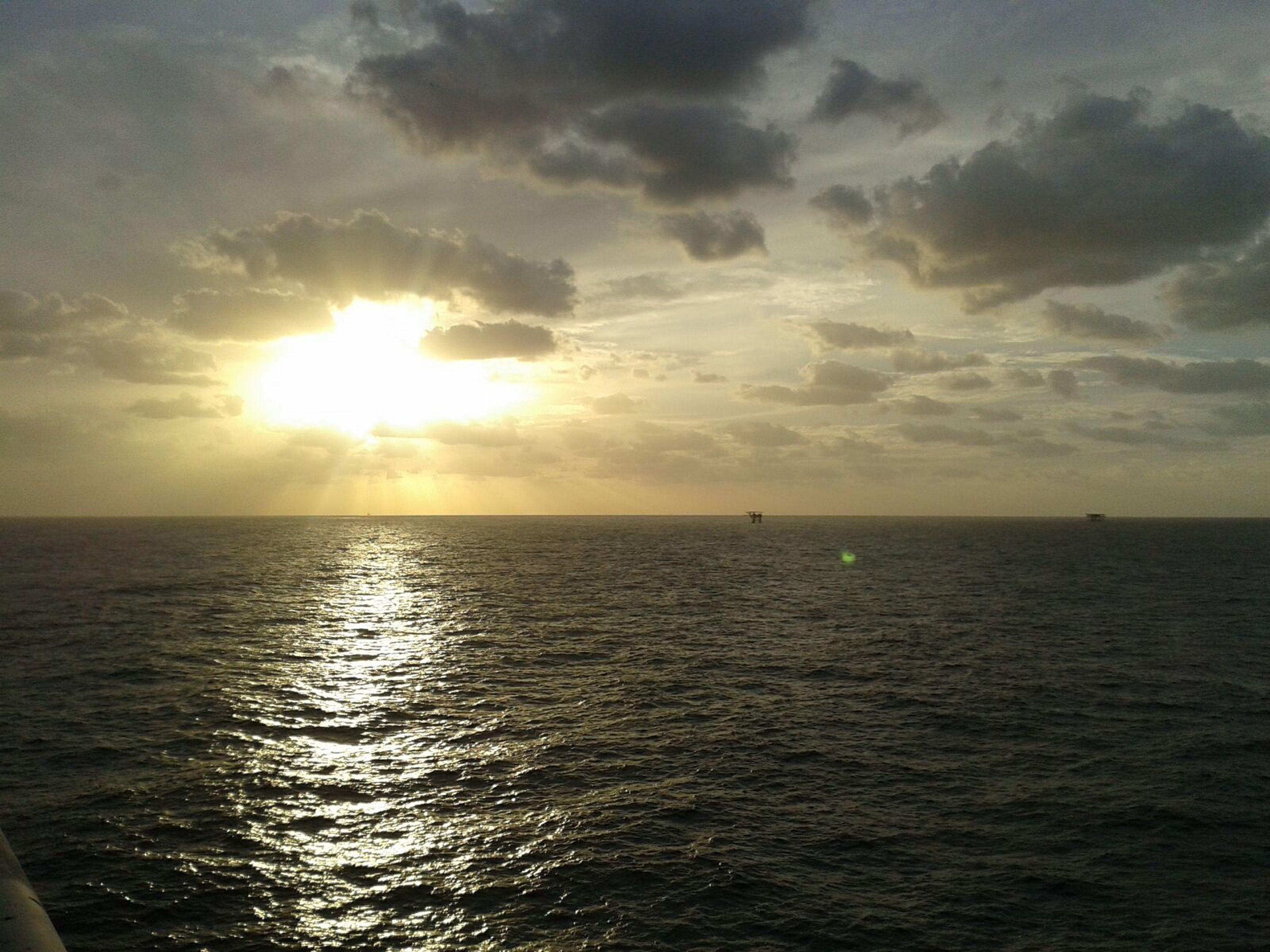 sea, horizon over water, sun, sunset, tranquil scene, tranquility, water, scenics, idyllic, sunbeam, beauty in nature, nature, rippled, sunlight, no people, sky, outdoors, day