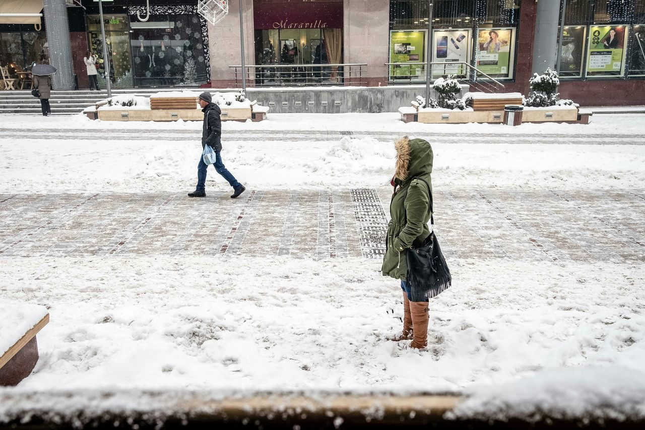 Snow Winter Snowing People Street Photography Street Photographer Armenia Yerevan Eye4streetphotography StreetsofYerevan Eyeemphotography Eye4photography  Taking Photos Fuji X-T1 Fujifilm Fujifilm_xseries Fujixseries Cold Temperature Warm Clothing Showcase: January It's Cold Outside Winter Real People Walking Outdoors