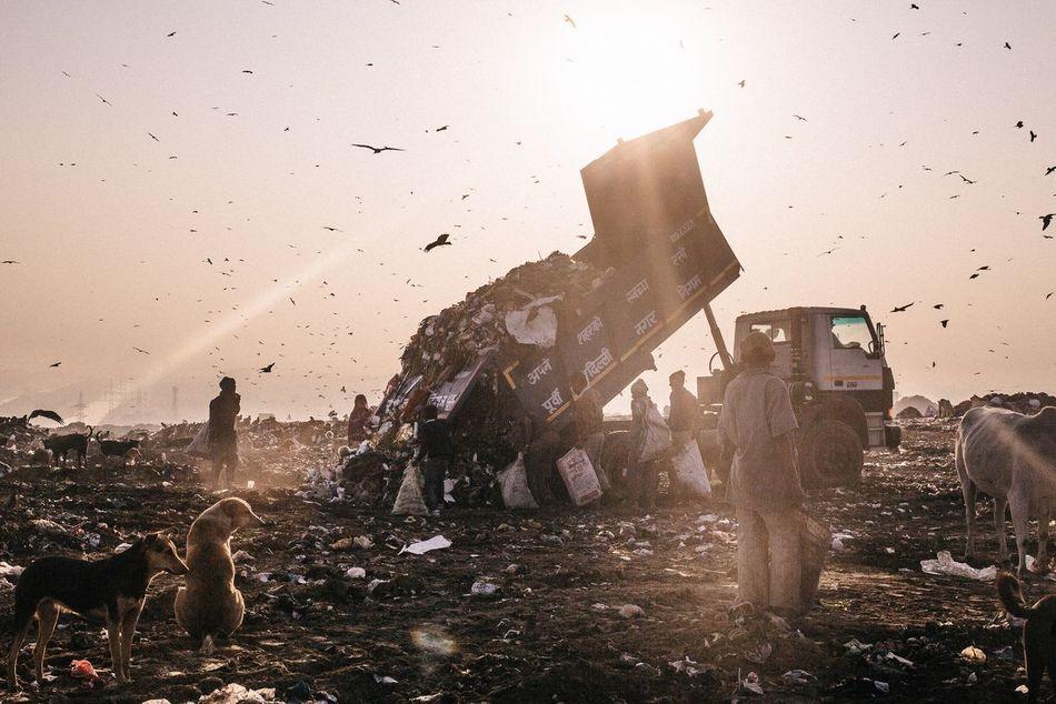 No exit. L'enfer c'est nous... 21st December 2016. Gazipur landfill, New Delhi. India © Zacharie Rabehi / Agence Le Journal