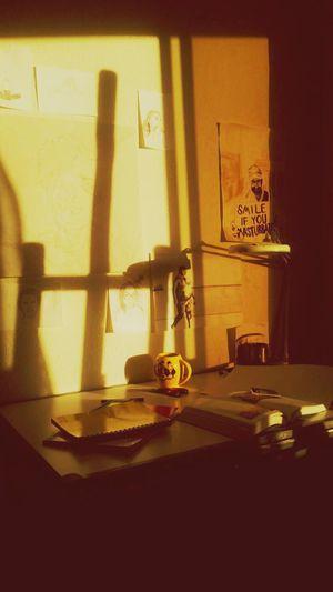 Sintiendote Todo Es Mas Claro Studio Studioday Desk Indoors  Table Shadow No People Day
