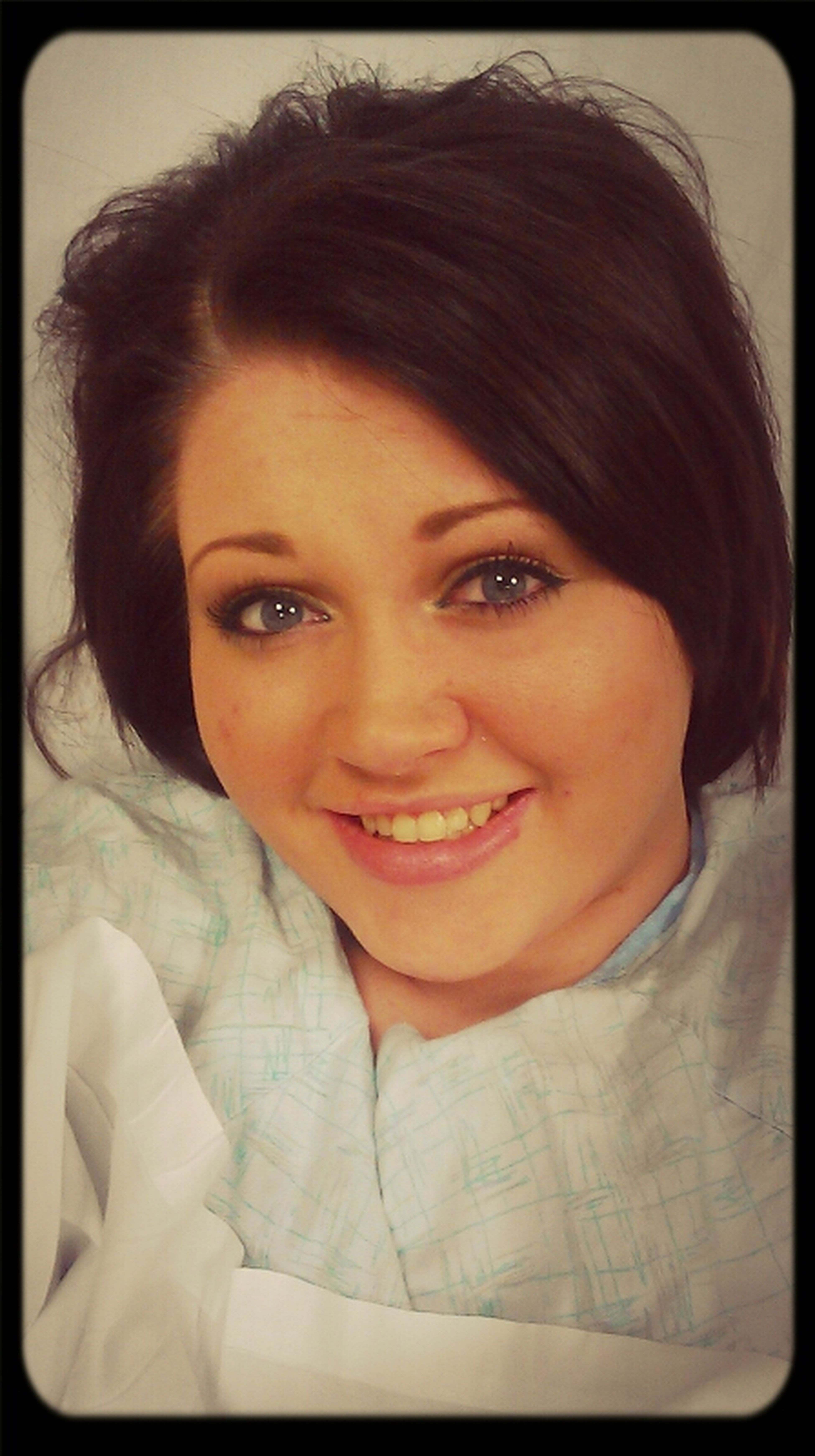 I'm pretty sure I'm the only girl who puts makeup on for the hospital lol.