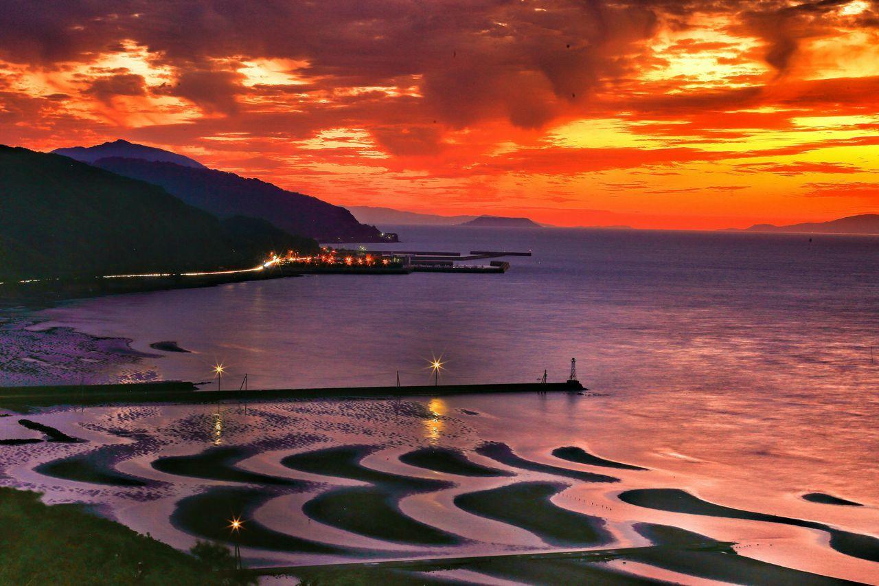 御興苦海岸ラスト♪(*´︶`*)✿ Coast Tidelands Tideland Sunset Clouds And Sky EyeEm Best Shots - Sunset + Sunrise Sunset_collection Eyeem Best Shots - Sky And Cloud 思わず足を止めた景色♪(*´︶`*)✿ Sea And Sky