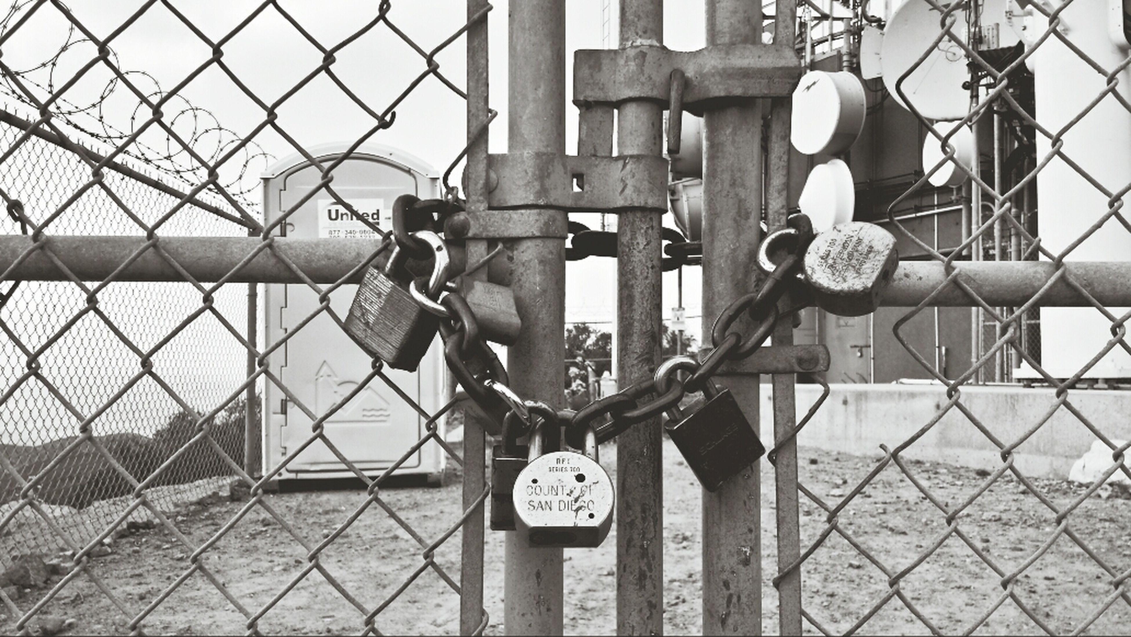 Fence Cowelsmountain Black & White Lock