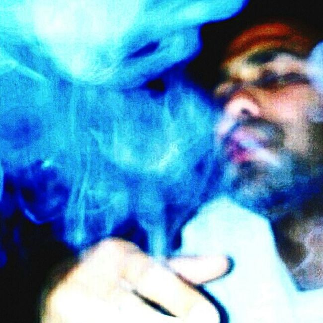 Sadmood Smoking Cigrate Failure In Focus