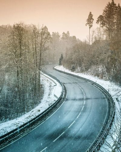 curves Road Nature No People Snow Winter Tree Outdoors Cold Temperature Traffic Circle Day Winding Road Motorsport Street Nature Landscape Beauty In Nature Winter Tones Sublime Landscapes Betterlandscapes The Great Outdoors - 2017 EyeEm Awards BYOPaper! Shades Of Winter