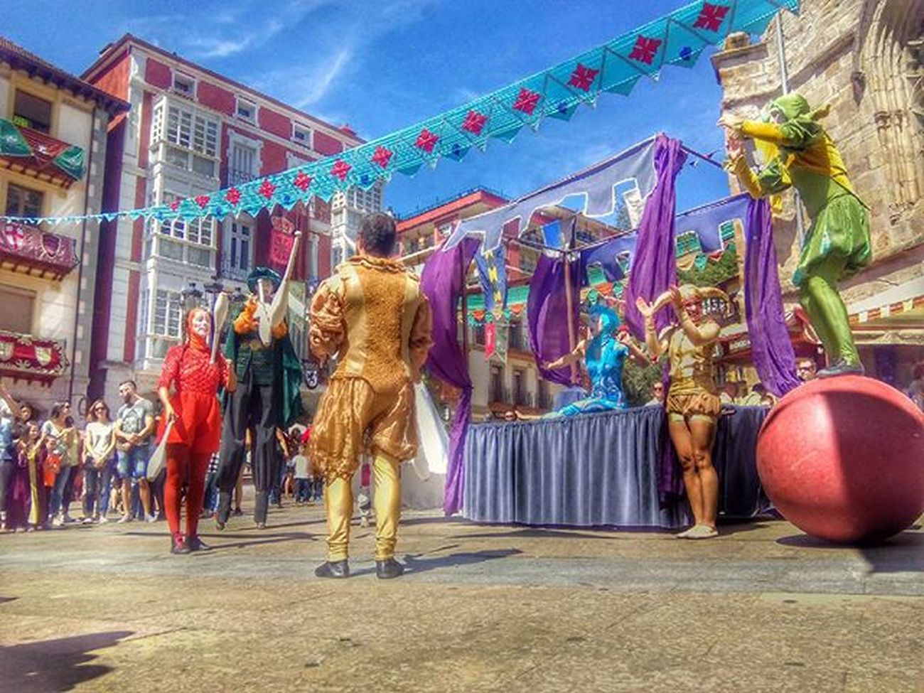 Animacion callejera.... OpenEdit Streamzoofamily Everybodystreet ⚪〰⚪〰⚪〰⚪〰⚪〰⚪〰〰⚪〰⚪〰⚪〰⚪〰⚪〰⚪ Fotofanatics_hdr Total_shot Loves_cultures Love_hdr_colour Total_hdr Ok_streets Ok_hdr Top_hdr_photo Todoclick World_besthdr Kings_hdr Tv_hdr Lucky_hdr Stars_hdr Hdr_stop Hdr_professional Igw_hdr Best_expression_hdr Infinity_hdr Ilove_hdr ✴🔹✴🔹✴🔹✴🔹✴🔹✴🔹✴🔹✴🔹✴🔹✴🔹✴🔹✴🔹✴🔹✴🔹✴ Gracias a mis seguidores @photodviles79 . Mis imagenes tambien visibles en las etiquetas Daivison79 y Dacphoto2016