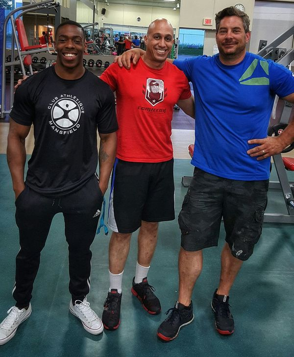 At the gym, post workout with my buddies Junior and Denis. Streamzoo Family Body And Fitness That's Me Gym Body & Fitness Fitness Gym Life Friends Health