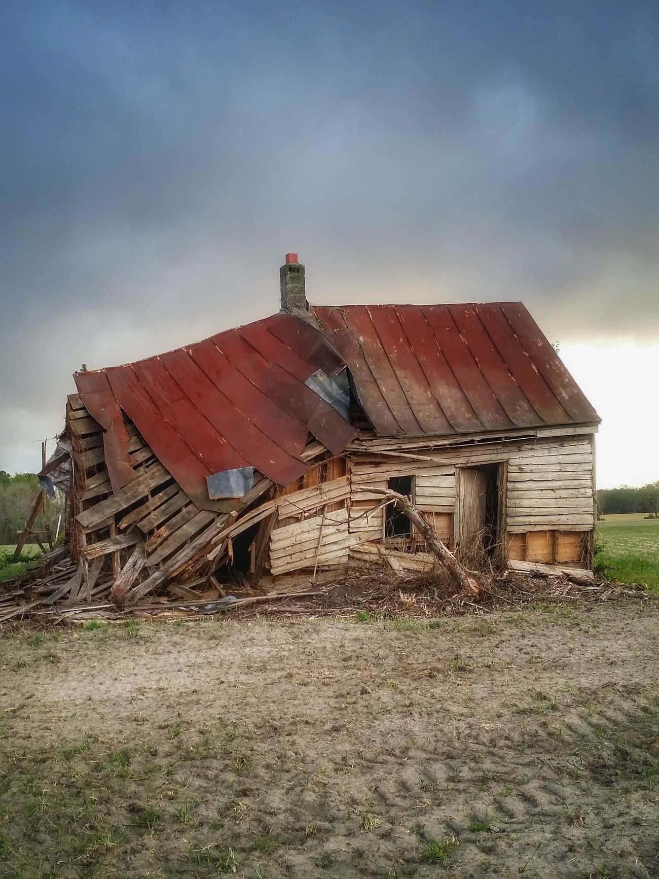 Bowing out gracefully... No People Nothingisordinary Oldhouselove Rural Exploration Abandoned House Getty Images Countryside Landscape Sky And Clouds Eye4photography  Countryside Derelict & Abandoned Atmospheric Moody Broken Down House Deserted Rurex