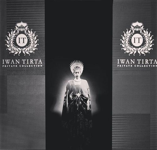 IWAN TIRTA - private collection @iwantirta_batik Closing Fashionshow of Cwfw2015 @ririnabeng Fashionweek Fashion Fashionevent Fashionshowcase Fashionista FashionDesigner Designer  Pfw Nyfw FDB Instafashion Show CWFW Ciputraworldsby Runway Runawayshow Model Doppelgänger Nikon Nikonteam D800e 70200 Portrait likeforlike potd surabaya indonesianphotographer ig_fashion