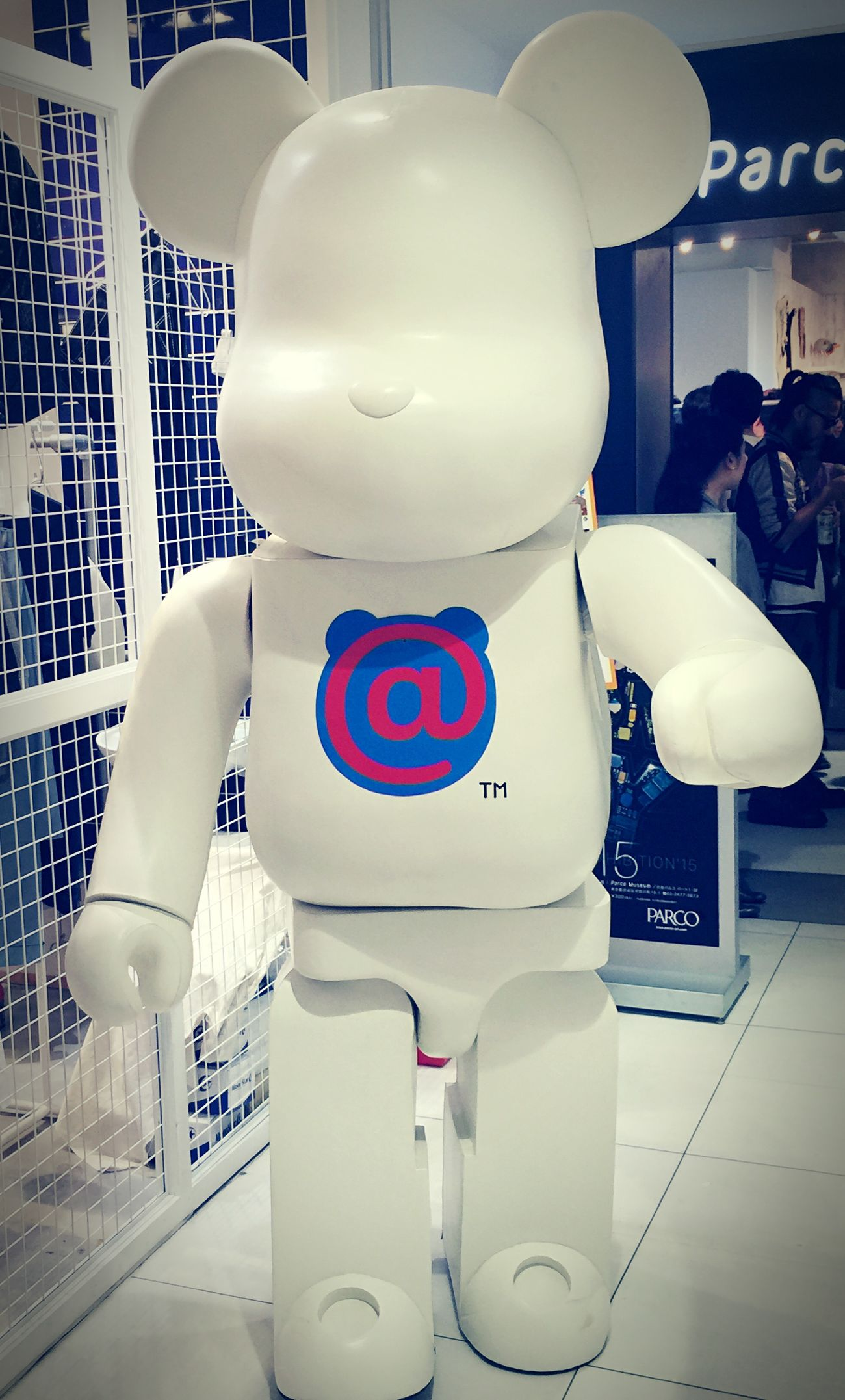 巨大 Be@rbrick at the Medicom pop-up gallery