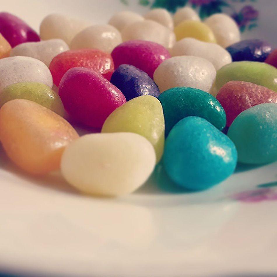 . جیلی_بین از نعمت های الهی است بخورید و بیاشامید و بفرما یید و بپسند ید و خوشمزه (نه خوشمزه نبود) و به_به و اسراف نکنید Jelly_Bean bokhorid VA biyashamid