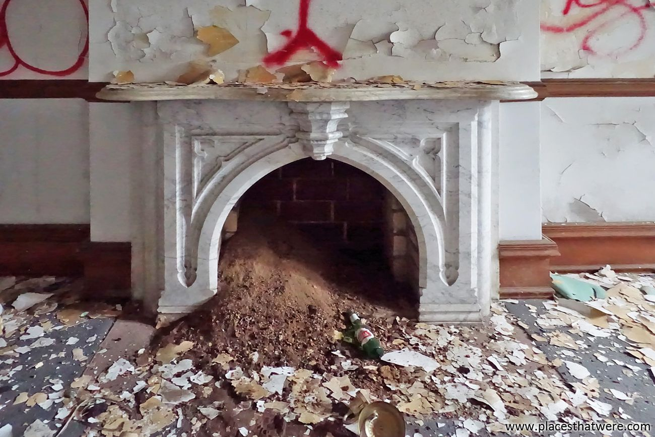 Marble fireplace in an abandoned prison. More here: http://www.placesthatwere.com/2016/11/inside-joliet-correctional-center-abandoned-prison.html Fireplace Marble Mantle Indoors  Graffiti Vandalism Urban Decay Decay Ruin Urbex Abandoned Places Rust Belt Abandoned Illinois Joliet Abandoned Building Dirt Beer Bottle Abandoned Prison Urban Exploration Indoors  No People Jail Castle Neogothic