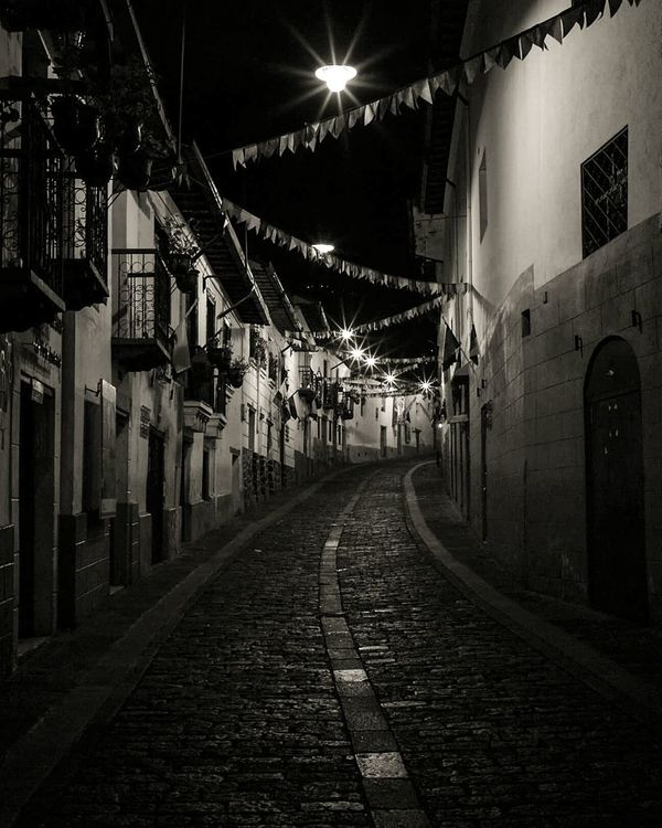 Calle La Ronda, Quito - Ecuador Photographylovers Photolovers Photooftheday Streetphotography Eyemphotography Photo Of The Day MyCity❤️ Quito City Ecuador♥ Quito Ecuador Photoart Photographer Week On Eyeem City View  Oldcity Cities At Night Cities_collection Cities Worldwide Citiesatnight