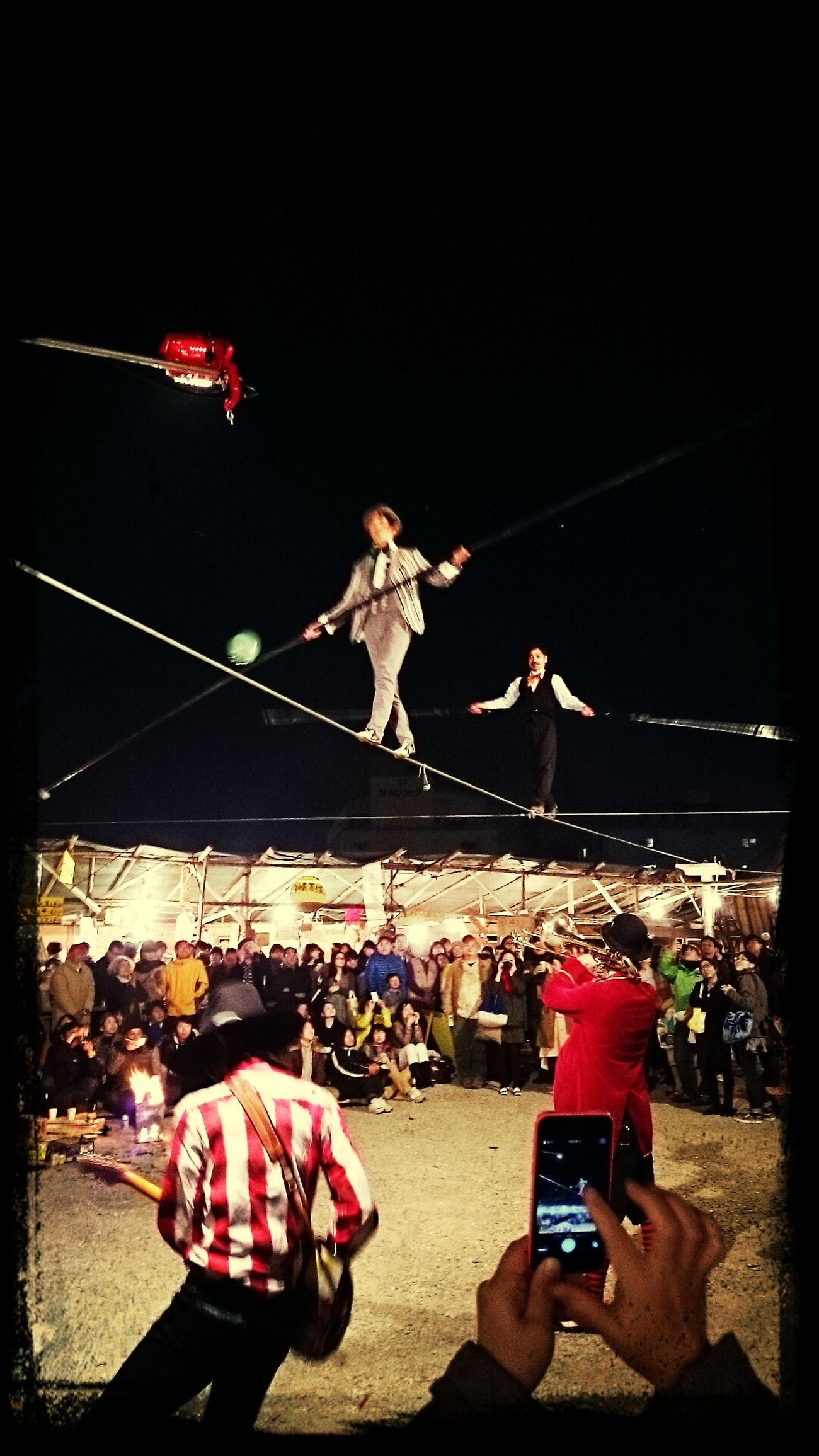 野外劇前後の、屋台村での催し。 Tightrope Walking Going To The Theater Food And Drink Autumn Night