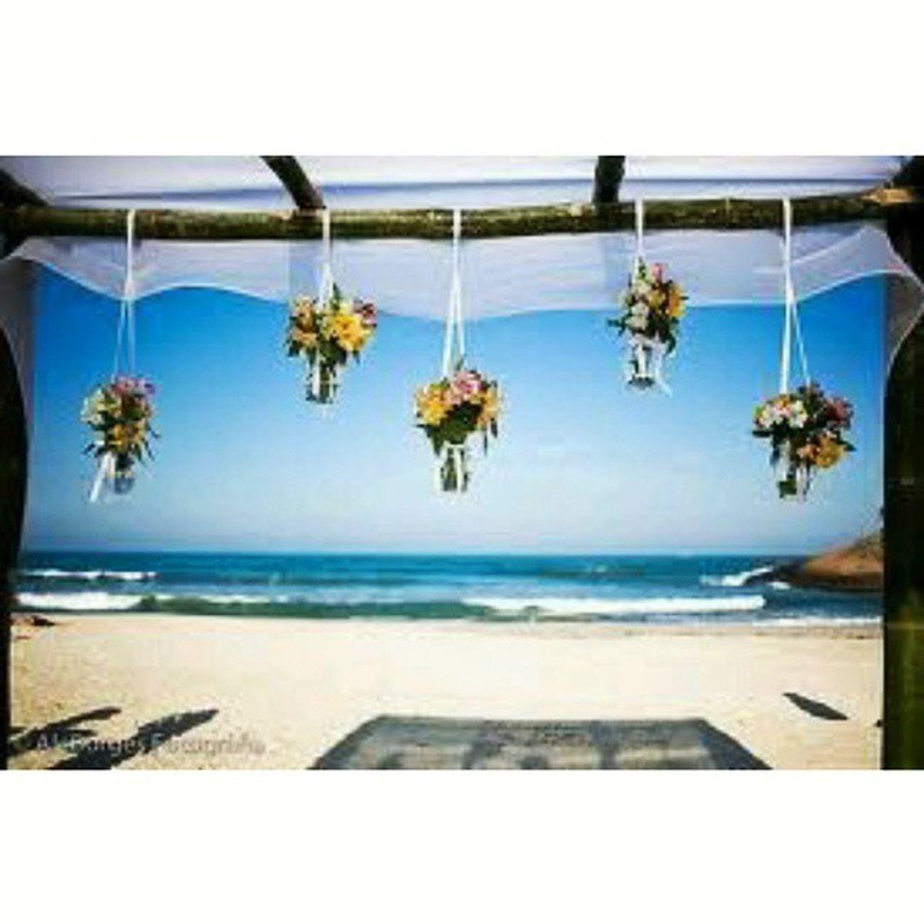 Bom dia meus amores! Mais uma foto pra inspirar quem vai casar na praia.. lindo demais ~amannnndo~. Prwedding Beachwedding Weddingbeachideas Weddinginspiration weddingblog blogdecasamento picoftheday bridetobe tudodepolly casamentonapraia