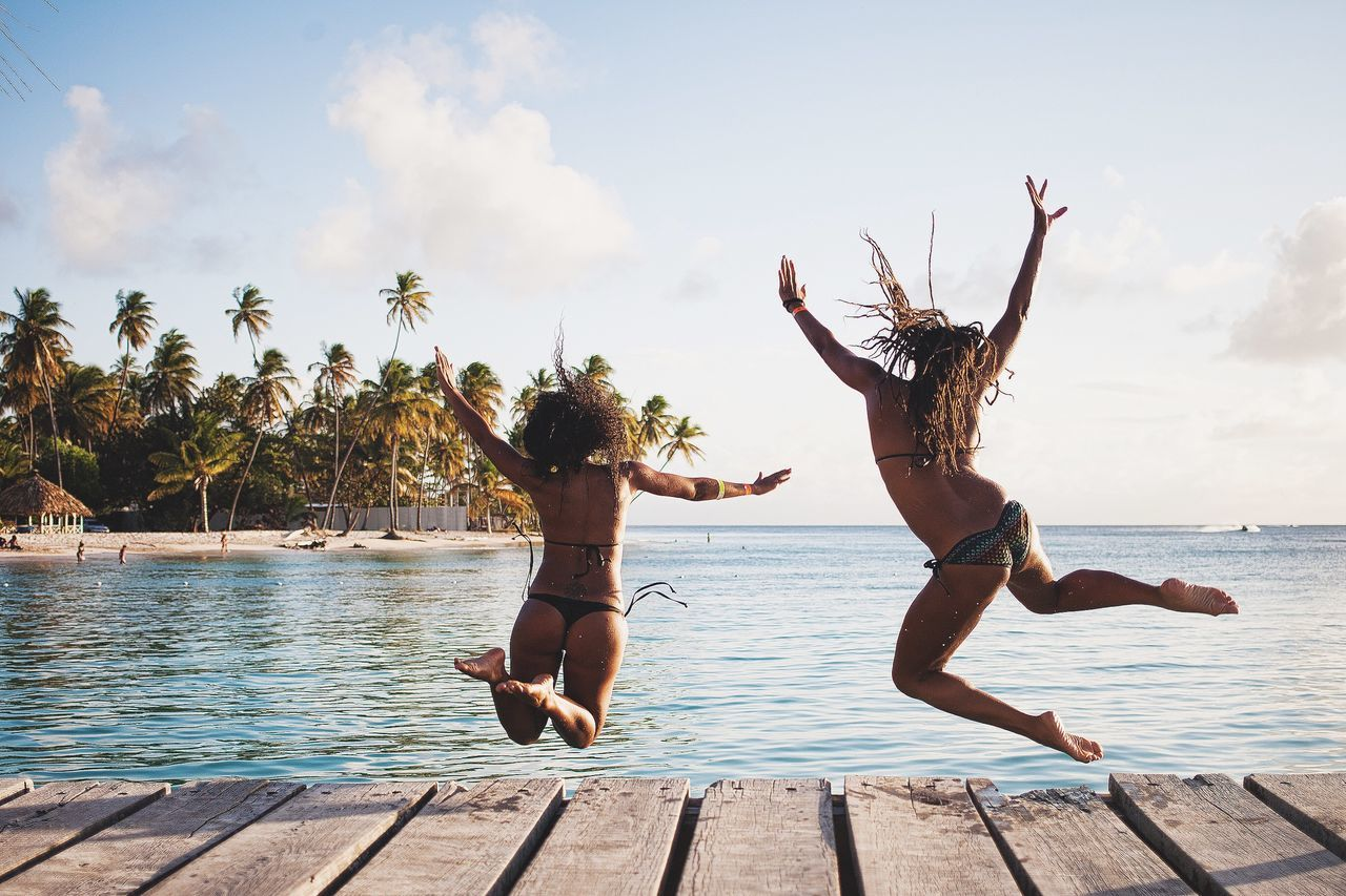 Bikini Water Jumping Two People Motion Rear View Summer Togetherness Live For The Story BYOPaper! Sommergefühle